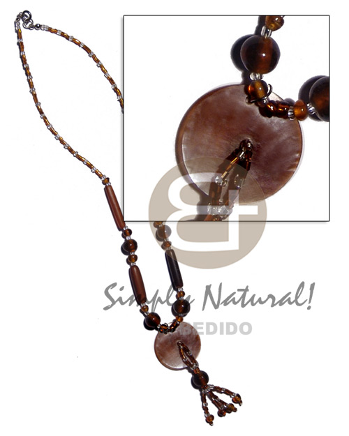 Ladies 30mm brownlip in glass beads horn necklace