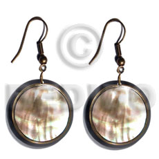 Wholesale dangling round laminated brownlip shell earrings