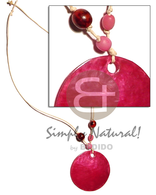 Native 50mm round fuschia pink hammershell shell necklace