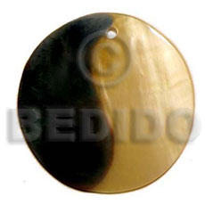 Ladies 40mm round mop shell pendant