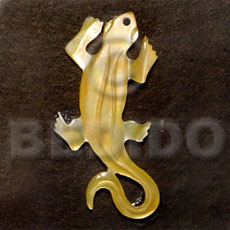 Ethnic lizard carving mop 45mm carved pendants