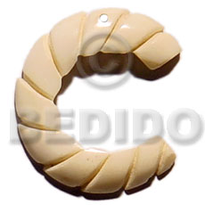 Natural 40mm grooved natural white bone carved pendants