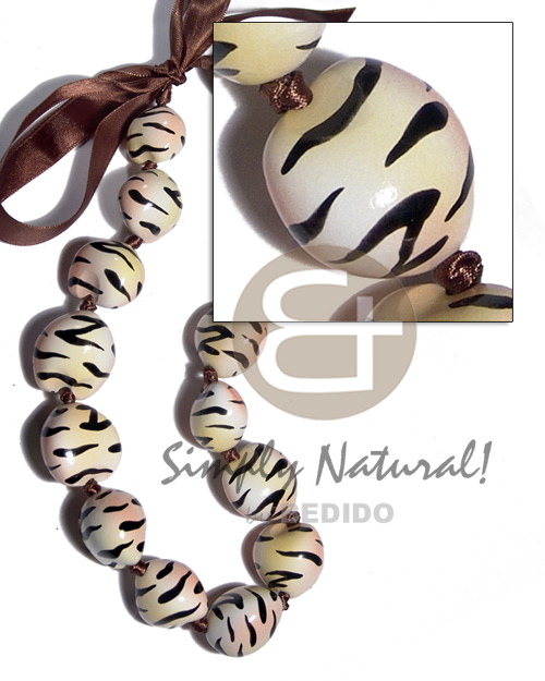 Fashion kukui seeds in animal print natural earth color necklace