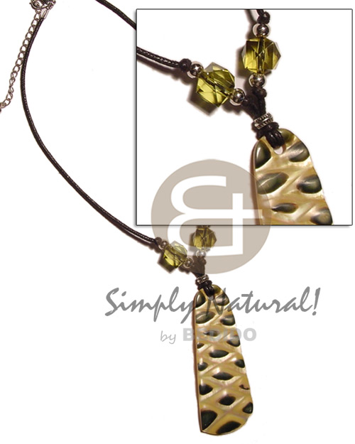 Fashion mop checkered pendant skin necklace with pendant