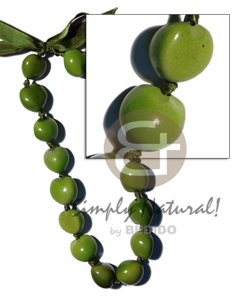 Wholesale kukui nuts in seeds necklace
