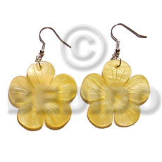Ladies dangling 30mmx30mm yellow flower hammershell shell earrings