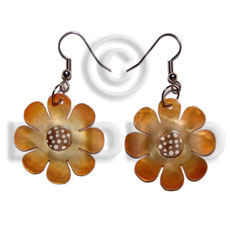 Natural dangling 30mm flower hammershell in shell earrings