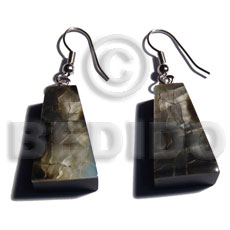 Wholesale dangling 18mmx14mm pyramid laminatedblacklip cracking shell earrings