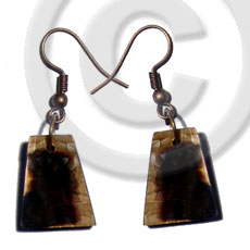 Unisex dangling 18mmx14mm pyramid laminated brownlip shell earrings