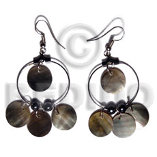 Ladies dangling 12mm round blacklip in shell earrings