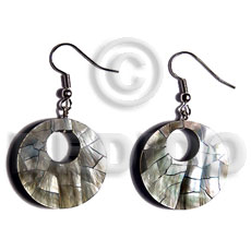 Wholesale dangling 35mm round blacklip cracking shell earrings