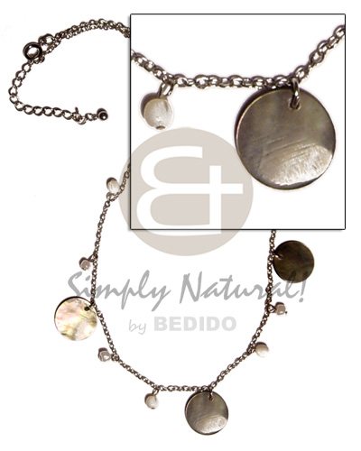 Ladies dangling 20mm round blacklip shell shell necklace