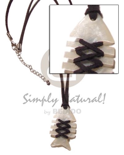 Wholesale fishbone hammershell black leather shell necklace